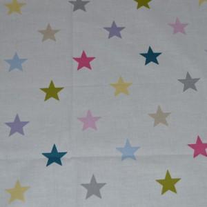 Vit med färgglada stjärnor